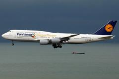 Lufthansa | Boeing 747-8I | D-ABYI | Fanhansa logos | Hong Kong International (Dennis HKG) Tags: plane canon airplane hongkong airport aircraft 1d lh boeing lufthansa boeing747 hkg 747 dlh planespotting cheklapkok staralliance 100400 7478 vhhh boeing7478 dabyi fanhansa