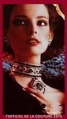 2500-2000-g_1975_0620_0000_134[1] (juanra_lopez) Tags: woman beautiful necklace diamond jewels emerald saphire