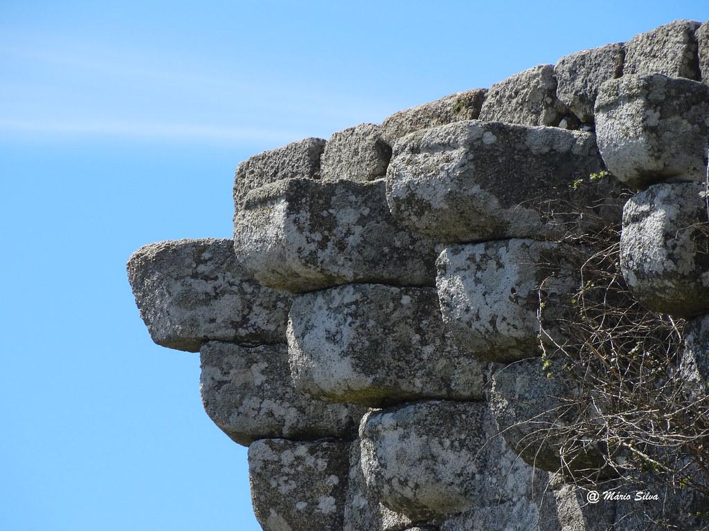 Águas Frias (Chaves) - ... pormenor da torre de menagem do Castelo de Monforte de Rio Livre