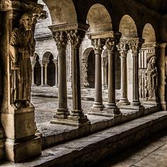 cloitre Arles (jemazzia) Tags: france south inside cloister arles sud intérieur abbaye