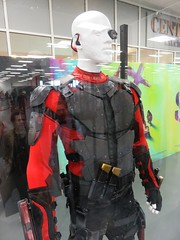 London Film and Comic Con 2016 (the_gonz) Tags: suicidesquad originalmovieprops props costume costumes moviecostumes joker batman harleyquinn willsmith deadshot lfcc lfcc2016 londonfilmandcomiccon londoncomiccon comiccon cosplay convention geek showmasters londonolympia