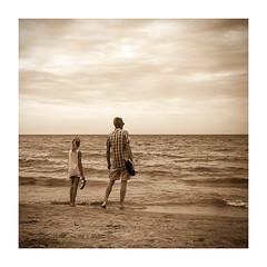 Father and daughter (Luca Cesari) Tags: padreefiglia fatheranddaughter iphone iphone6s mare sea seppia sepia spiaggia osservare aspettare