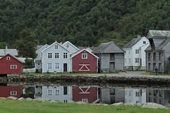 Case e riflessi (Elisabetta Stringhi) Tags: norvegia norway canon1100d europa europe laerdal case houses riflessi reflexes