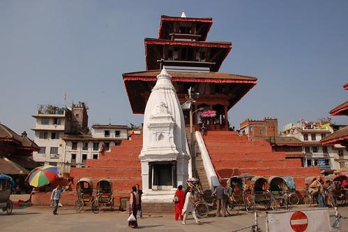 "d1 - Kathmandu - Durbar Square (20) <a style=""margin-left:10px; font-size:0.8em;"" href=""http://www.flickr.com/photos/125852101@N02/17873382192/"" target=""_blank"">@flickr</a>"