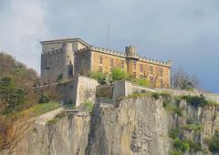 La Bastille @ Grenoble (Hélène_D) Tags: france photoshop grenoble chartreuse hdr isère rhônealpes labastille hdrpicture massifdelachartreuse photohdr hélèned labastilledegrenoble