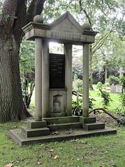 7970 Bremerhaven Friedhof (RainerV) Tags: 16071 bremen bremerhaven deu deutschland friedhof geo:lat=5351287110 geo:lon=859485850 geotagged grabmal nikonp7800 rainerv wulsdorf
