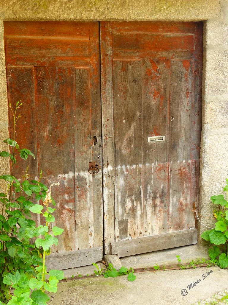 Águas Frias (Chaves) - ... porta - portão ...