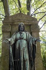 Jesus (silkefoto) Tags: kln friedhof melaten engel figuren grber grab urne