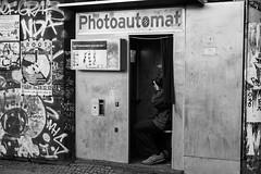 Selfie (/Holger Blaskowski) Tags: berlin fotoautomat bw sw