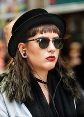 Portrait (D80_450287) (Itzick) Tags: denmark copenhagen colorportrait candid woman hat itzick d800 earrings earphones shades redlips