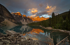 The Golden Morning (Bun Lee) Tags: canadianrockies landscape moranielake rockymountains alberta banff banffnationalpark bunlee bunleephotography canada clouds cloudy cloudyskies dawn lake morning mountains nature trees valleyoftenpeaks water