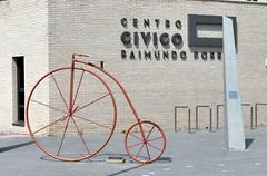 Miranda de Ebro (Espagne) - Victor GARACHANA - Ciclismo urbano (Thethe35400) Tags: vlo cycle bicycle bicyclette bike fahrrad bicicletta bicicleta rothar tricycle triciclo trrothach dreirad vlocipde cyclisme sculpture escultura eskultura skulptur estatua scultura scukpture