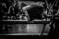 Amsterdam (Mauro Esains) Tags: amsterdam bicicleta puente agua farol aire libre canales tela de araa
