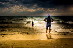 Be careful (Pascal Dentan) Tags: haveaniceday hot 2016 italie photographie vacances beach sunset people marre mer sea seascape ray light sun cloud sand