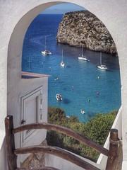 Menorca. Cala n porter (rasape1) Tags: menorca olympus olympusomd omd zuiko1250 zuiko sol playa beach vacaciones azul color