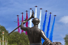 RED ARROWS OVER LONDON (mark_rutley) Tags: veday london themallrafflybyfly byaircraftaviationairforcered arrows redarrows rafredarrows