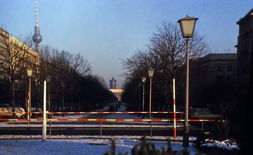 "24 Berlin-Klassenfahrt 1978: Unter der Linden • <a style=""font-size:0.8em;"" href=""http://www.flickr.com/photos/69570948@N04/17728117294/"" target=""_blank"">View on Flickr</a>"