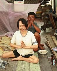 polite drunks (the foreign photographer - ) Tags: two men portraits canon thailand kiss respect bangkok drunks showing drinkers khlong bangkhen thanon 400d