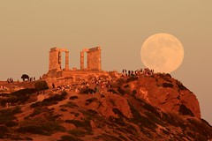 moon rising over the poseidon temple (alexandros9) Tags: moon rising ancient greek temple godofsea poseidon attica cape sounion greece