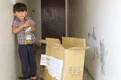 A child in Ghouta receives assistance for his family (Ummah Welfare Trust) Tags: syria food ramadan ramadhan islam muslims سوريا سورية poverty aid children war refugee displaced hunger humanitarian humanitarianism