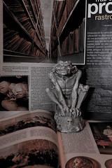 Sr gargola (SeorNT) Tags: figure gargola yeso magazine book