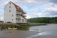 The tide mill - Woodbridge, Suffolk (Kingsdude/Dave) Tags: mill river suffolk wheat tide flour henryviii waterwheel eastanglia woodbridge milling 1793 millstones tidemill riverdeben woodbridgetidemill tidalpower