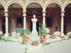 Palermo (ale2000) Tags: statue stone sunny courtyard sicily statua sicilia cortile archi colonnato q4 bibliotecanazionale assolato vsco