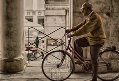 L'attimo pensante (Marko Culum) Tags: hd palladio vicenza street bici mura antico italia veneto 50mm nikon