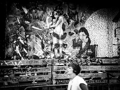 Floute (Olivier DESMET) Tags: street blackandwhite bw streetart paris monochrome fuji candid tag fujifilm streetphoto x20 noirblanc lepointephemere olivierdesmet