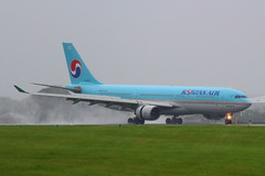 Korean Air (HL8227) (Fraser Murdoch) Tags: glasgow international airport egpf gla korean air charter hanjin travel kal tours ke south korea rain wet hl8227 aviation aircraft canon eos 650d fraser murdoch photography transport arrival landing slowing slow reverse thrust wind seoul icn incheon rksi koreanair