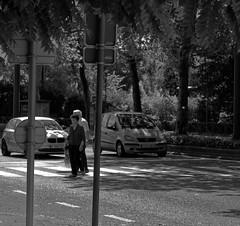 La traverse - The crossing (p.franche on - off) Tags: sony sonyalpha100 objectifminolta minoltalens minolta beercan vintage hdr dxo flickrelite bruxelles brussel brussels belgium belgique belge europe pfranche pascalfranche schaerbeek schaarbeek skancheli monochrome noiretblanc blackandwhite zwart wit blanco negro schwarzweis  inbiancoenero   svartochvitt  mustavalkoinen  bestofbw people gens couple homme femme man wonan streetshot snapshot instantan urban close up