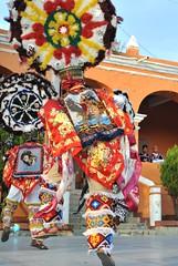 Danza de la Pluma Oaxaca Mexico (Ilhuicamina) Tags: danzantes mexican mexico oaxacan tlacochahuaya teotitlan regalia costumes zapotec dances