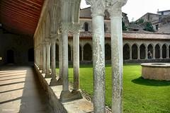 ... Abbaye Saint Hilaire - chiostro (antosti) Tags: francia saint hilarie abbaye occitania aude abbazia benedettina stile romanico chiostro nikon d70s heritage
