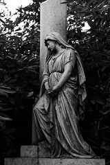 (michael_hamburg69) Tags: hamburg germany deutschland cemetery ohlsdorf ohlsdorferfriedhof friedhof gottesacker sculpture skulptur female grabmal gerhardy 1887