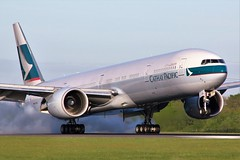 B-KQL (AnDrEwMHoLdEn) Tags: cathaypacific 777 egcc airport manchester manchesterairport 05r