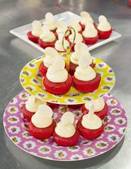 Cupcake red velvet (Patricia Vlez) Tags: postres cupcakes dulce redvelvet repostera quesocrema pastelillos terciopelorojo ponques mangapastelera clasesdecocina capacillos ambientegourmet julianaalvarez postreclsico