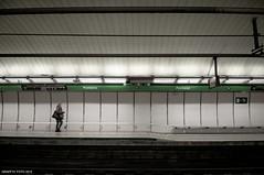Alone (Graffyc Foto) Tags: barcelona city station underground spain nikon alone foto metro transport direction fontana espagne quai f28 ville seule sousterrain cite 1755 quais d300 2015 graffyc