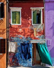 Burano (Wolfgang Staudt) Tags: italien lagune insel kanal altstadt venezia venedig burano weltkulturerbe historisch venetien historischesbauwerk kanaele buntehaeuser