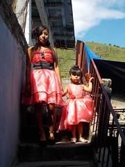 Mitzy y Yameli (Xic Eseyosoyese (Juan Antonio)) Tags: mitzy karina una mujer que cumplio sus xv aos y yameli niita 3 aitos rumbo la iglesia darle gracias dios nikon coolpix s33 vecindad escaleras felicidad mxico pequea adolescente