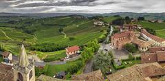 Serralunga d'Alba (Fil.ippo) Tags: serralunga alba barolo piemonte piedmont vigne vineyards wine vino landscape paesaggio filippobianchi filippo d7000 sigma1020 photomerge