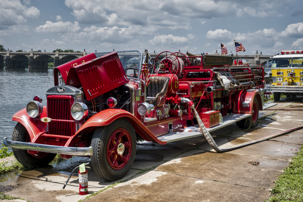 The World\'s Best Photos of firetrucks and pa - Flickr Hive Mind