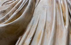 Plieges de marmol (Eduardo Estllez) Tags: espaa detalle color macro horizontal romano escultura merida museo abstracto estatua ropa historia antiguo ondas marmol piedra extremadura arqueologia primerplano antiguedad arqueologico ondulado emeritaaugusta plieges esculpido eduardoestellez estellez