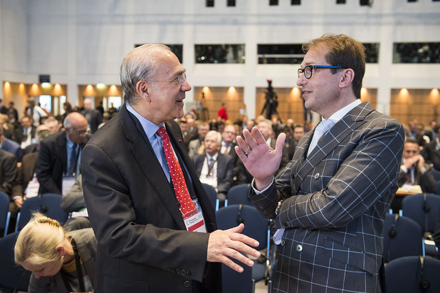 Angel Gurría and Alexander Dobrindt discussing