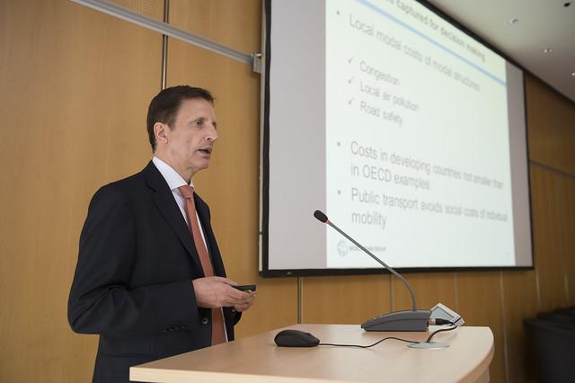 Andreas Kopp presenting