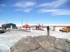 Base Dumont d'Urville en Antarctique (Terres australes et antarctiques franaises) Tags: iceberg glace astrolabe navire adlie taaf antarctique logistique manchots dumontdurville manchotempereur terreadlie manchotadelie terresaustralesetantarctiquesfranaises