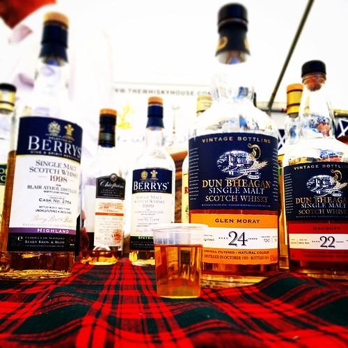 We gaan eens zot doen en eentje van 24 binnendienst :-) Glen Moray 24. #whisky #whiskywithfriends
