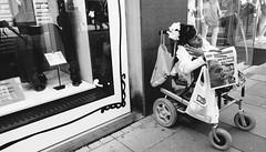(hustle)(hard) (Feroswelt) Tags: vienna street portrait me by you walk hard can business stop if catch moment hustle feroswelt
