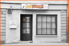 The little bar - die kleine Bar (Lala89_Photos) Tags: bar wall fassade facade blackandwhite schwarzweis window door fenster tr architecture architektur