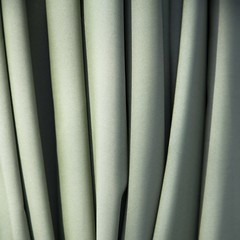 Faux-semblant (Gerard Hermand) Tags: 1503072523 gerardhermand france paris canon eos5dmarkii formatcarr rideau curtain vert green ombre shadow pli fold