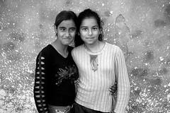 friends (Ferran.) Tags: friends 2 portrait woman friendship bulgaria amistat amistad gypsies plovdiv gitans scutare